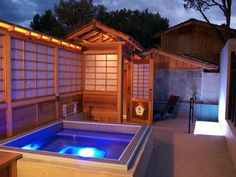You might be in New Mexico, but youll swear youre in Japan. Ten Thousand Waves follows the customs and services of a traditional Japanese hot spring resort with elements such as two public baths, several private tubs, cold plunges, special showers modeled after the hot spring onsen of Japan.