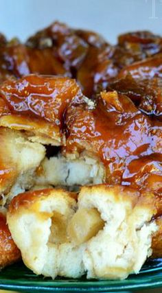 Caramel Apple Monkey Bread Recipe ~ made with Pillsbury biscuits, fresh apples, and a dreamy caramel sauce!
