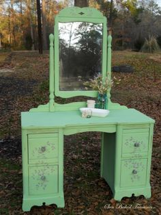 My Vanity makeover with Old Town Paints, Pistachio