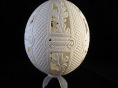 Leaf - Rope Ostrich Egg Carving by Nellie Whitener