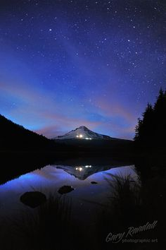 Tranquil Trillium | Flickr - Gary Randall, The night sky above Mount Hood, Oregon from Trillium Lake.
