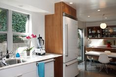 Julie & Rob's Current Twist on Mid Century Modern House Tour | Great kitchen