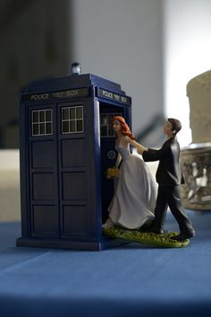 That Doctor Who wedding cake topper