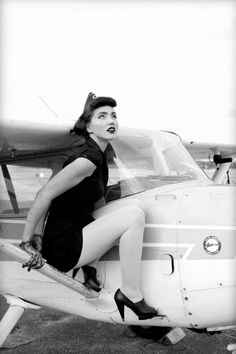 Pin up girls and planes <3