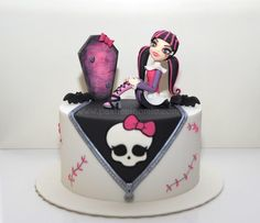 Monster High (Draculaura) Cake