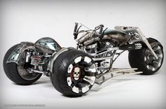 "Mix motorcycle and video-game and you have ""Gears Of War Trike"" by PaulJrDesigns  http://pauljrdesigns.com/wwww/lifestyle/bikes/images/gears/gears-02.jpg"