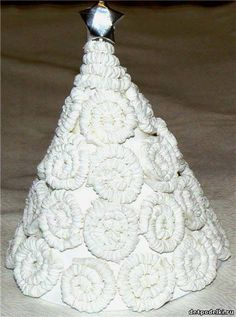 Christmas tree out of the ordinary paper towels