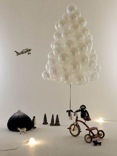 Árbol de Navidad con globos • Christmas tree with balloons   Photo: Rebecka Oftedal