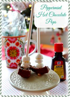 Peppermint Hot Chocolate Pops - Can use white or milk chocolate #Homemade #DIY #GIfts