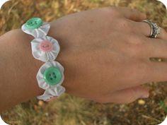 zakka life: How to Make a Fabric Yo-Yo Bracelet
