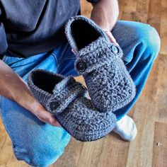 Great guy slippers!  Crochet Pattern Opa Slippers Child/Men sizes 113 by Mamachee