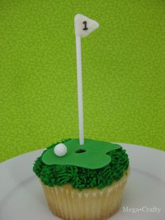 Perfect for Father's Day - Golf Cupcake  with a #1 dad flag...  @Golf Resorts Club @Greta Elrod'sday #celebrategolf