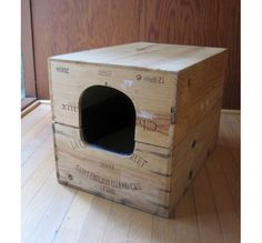 Actually, this is a litter box, made out of 2 crates, for cats - I wouldn't use it for that (because of the smell, as there is no filtering or so ever) but.... I think this would be great with a pillow or blanket in it, so the cat has a cosy home. Eventually glue carpet on the outside (or sisal rope) for scratching. #DIY