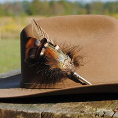 Hunting hat pin: Men's Traditional European Hunting Hat  Feather Pin. $20.00, via Etsy.
