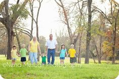 spring family picture outfits - Google Search spring famili, famili pictur, famili photo
