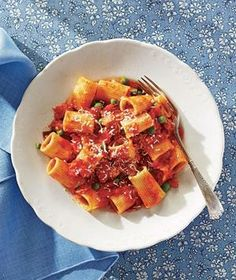 Rigatoni With Bacon, Tomatoes, and Peas recipe