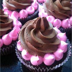Choco cake,dark choco ganache and strawberry filling. choco cakedark, strawberri fill, cakedark choco