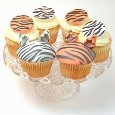 Cakes and Catwalks: Tutorial: Tiger cupcakes