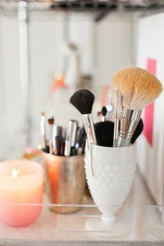 talk about organized makeup brushes...