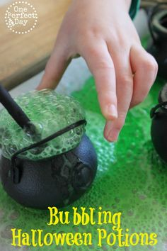 Fun Halloween twist on the classic baking soda and vinegar experiment. Add some green food colouring and you have a bubbling Halloween potion.