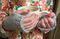 New free patterns! Check out the newly updated easy patterns eBook (including this super quick and cute mitts pattern). Free!
