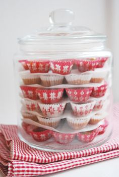 stack cupcakes (without frosting)/muffins/mini cheesecakes in a large glass jar for parties!