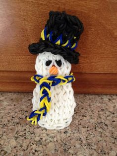 SNOWMAN. Designed and loomed by Kelly Serrell Motta on the Rainbow Loom. Rainbow Loom FB page.