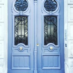 Paris Blue Door — 48 Hours in Paris on @SavvyHome