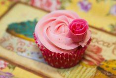 How to make a fondant rose / Como hacer una rosa de fondant