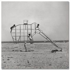 Elephant slide. Girona by Francesc Català Roca, 1975