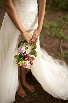 Barefoot Bride // Photo By: http://stephanieasmith.com