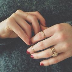 red nails + little rings.