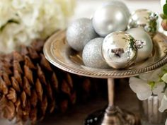 Using ornaments of any color is an awesome idea for DIY table centerpieces!