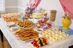 Circus-Themed Party Buffet - great ideas here! #partyfood #socialcircus
