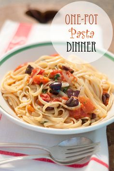 One Pot Pasta Dinner from @NevrEnoughThyme http://www.lanascooking.com/2014/08/11/one-pot-pasta-dinner/ #pasta #familydinner #onepot #quickandeasy