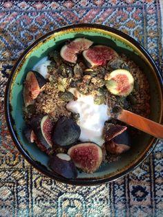 One of my breakfasts from last week: goat milk #yogurt with fresh #figs, #pumpkin seeds & #flax. SO YUM! #breakfast #goatmilk #eatclean #cleaneating #toscareno #recipe #breakfastofchampions