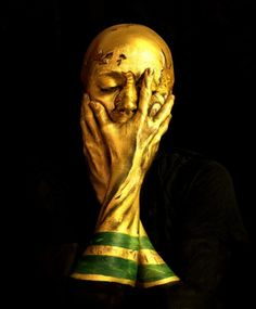 2014 World Cup Trophy by Emma Allen, see more 2014 World Cup bodypaintings here http://www.ilovebodyart.com/football-world-cup-bodypaint-2014/