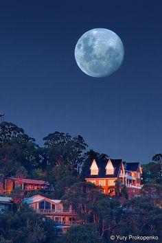 Moon rise over Newport, Australia.