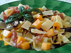 Insalata di Pasta con Melone Prosciutto e Parmigiano