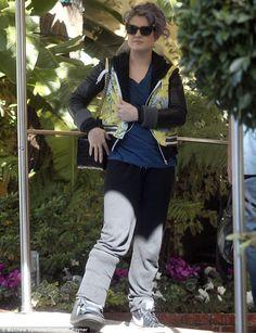 Poor Kelly Osbourne broke her foot! Feel better soon @luis what
