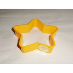 1981 Hallmark Yellow Christmas Holiday Star Cookie Cutter Plastic With Sticker