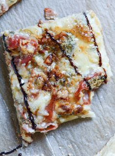 Caramelized Pear, Prosciutto + Blue Cheese Pizza | howsweeteats.com