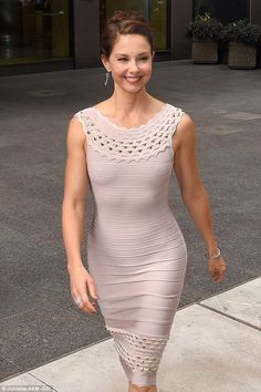 Ashley Judd stunning curves in a tight bandage dress