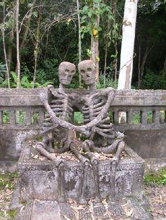 Gravestone in Nong Khai, Thailand, (shadesandshadows/Photo: Peter Kelly Studios)