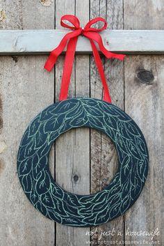 DIY changeable chalkboard wreath! tutorial