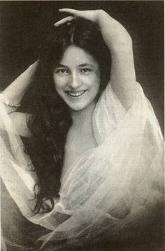 1902 photo of Florence Evelyn Nesbit, 1882-1967. Very successful American artists' model & chorus girl, noted for her entanglement in the murder of her ex-lover, architect Stanford White, by her first husband, Harry Kendall Thaw. Ms Nesbit had one child, Russell William Thaw, who was born in Berlin in 1910. He died in 1984 CA. Evelyn authored 2 books, The Story Of My Life (1914) & Prodigal Days (1934). She died in a nursing home in CA at the age of 82.