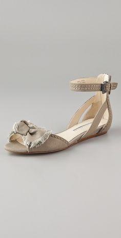 vera wang bow sandals