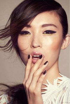 Black + Gold. Love heavy eye liner and wispy side swept hair.