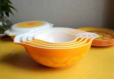 Pyrex Daisy Cinderella Nesting Bowl Set
