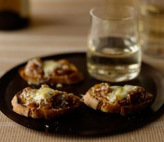 French Onion Bites - will be great for Christmas or wine parties!